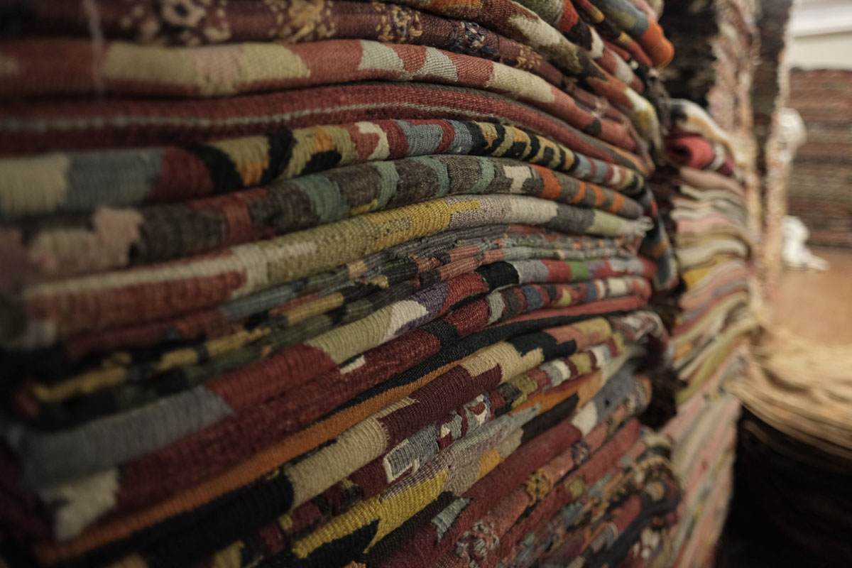 buy turkish rugs in istanbul the best places to buy. Black Bedroom Furniture Sets. Home Design Ideas